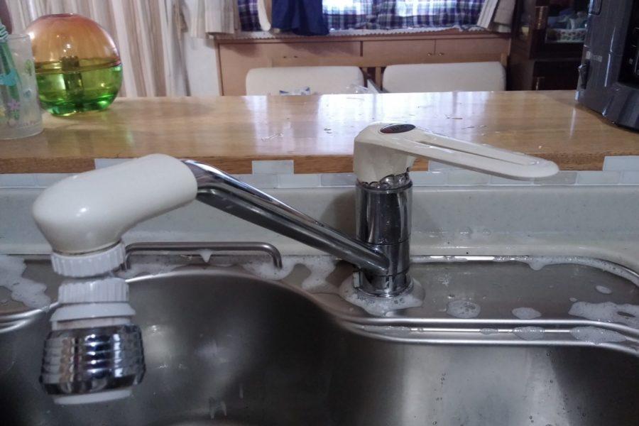 キッチン蛇口水漏れ修理前の写真