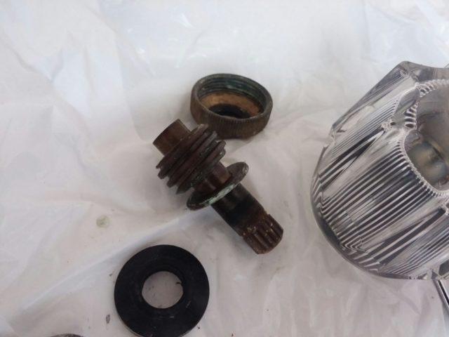 蛇口水漏れパッキンスピンドル交換の写真