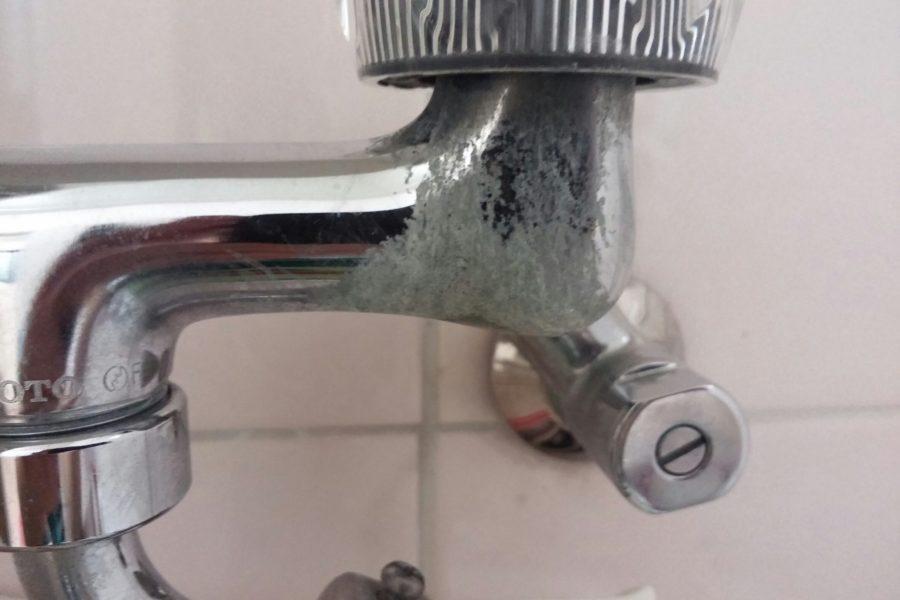 洗濯蛇口水漏れ修理の写真