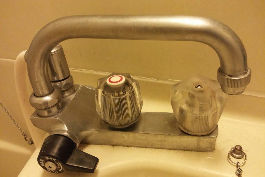 蛇口水漏れ修理の写真