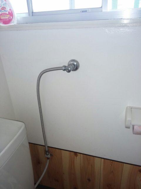 トイレ水道管水漏れの写真