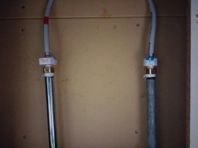 キッチン水道管水漏れの写真