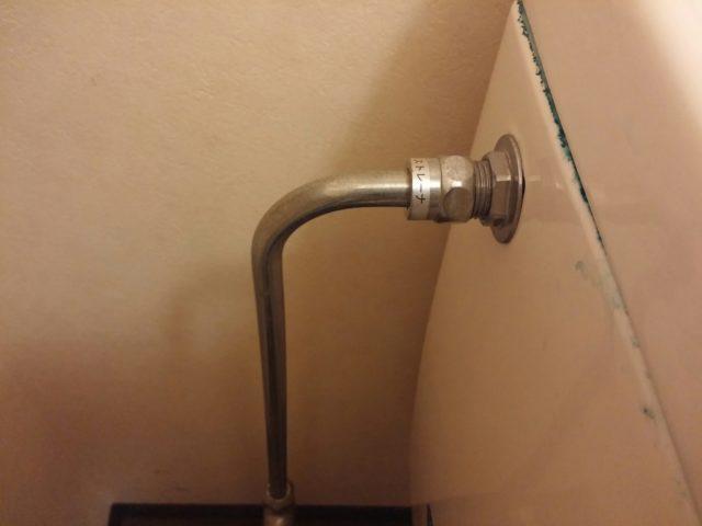 トイレフレキ水漏れの写真
