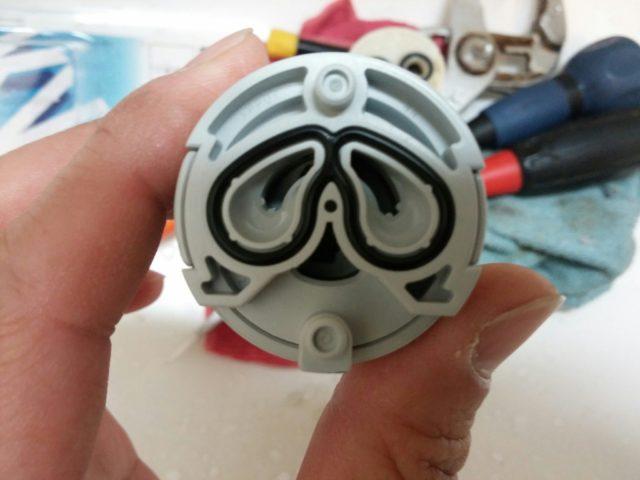 洗面所蛇口水漏れ修理カートリッジ交換